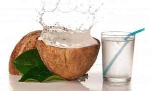 Agua de coco: todos los beneficios de este divino elixir