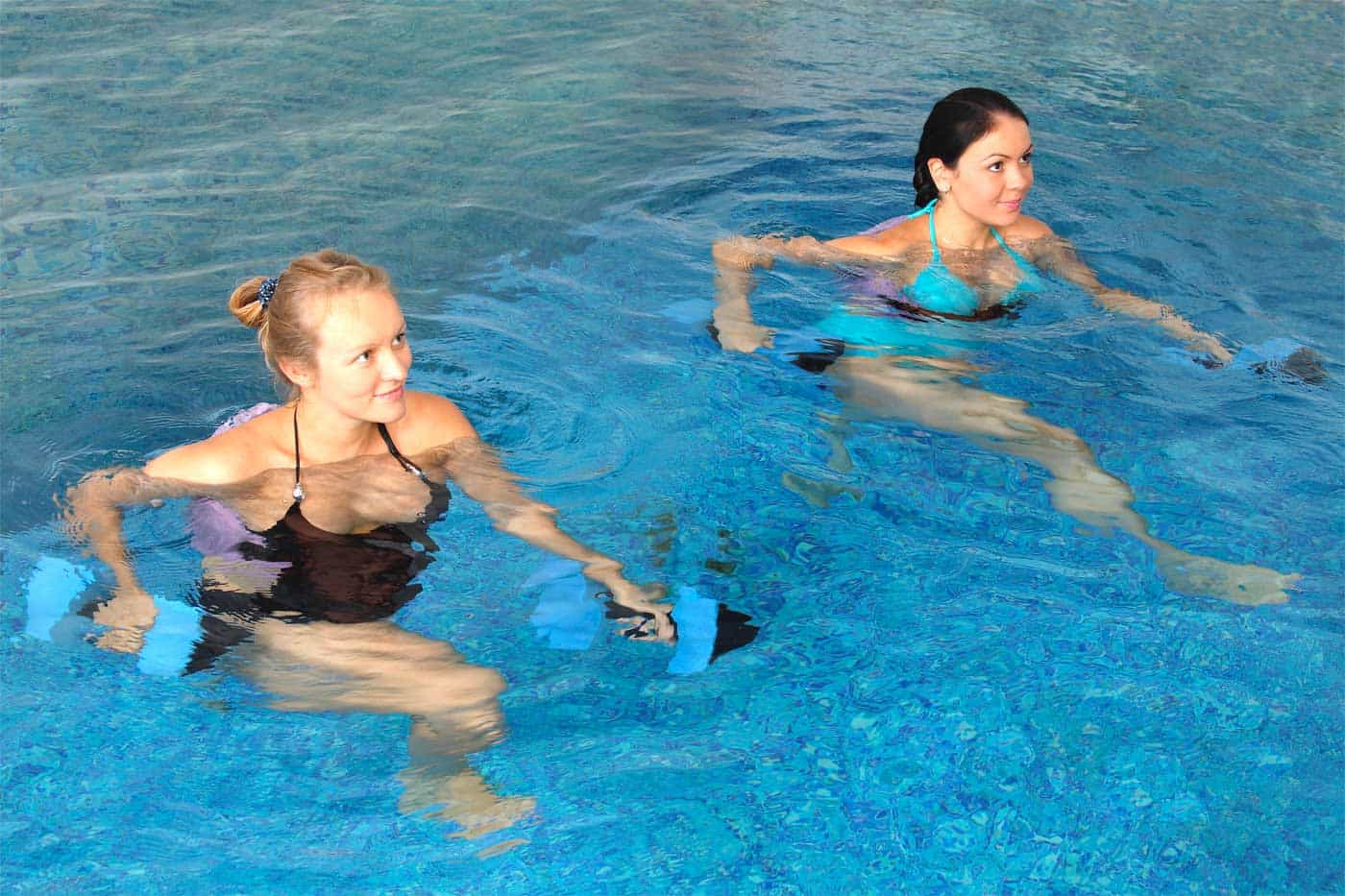 ejercicios acuaticos para adelgazar piernas
