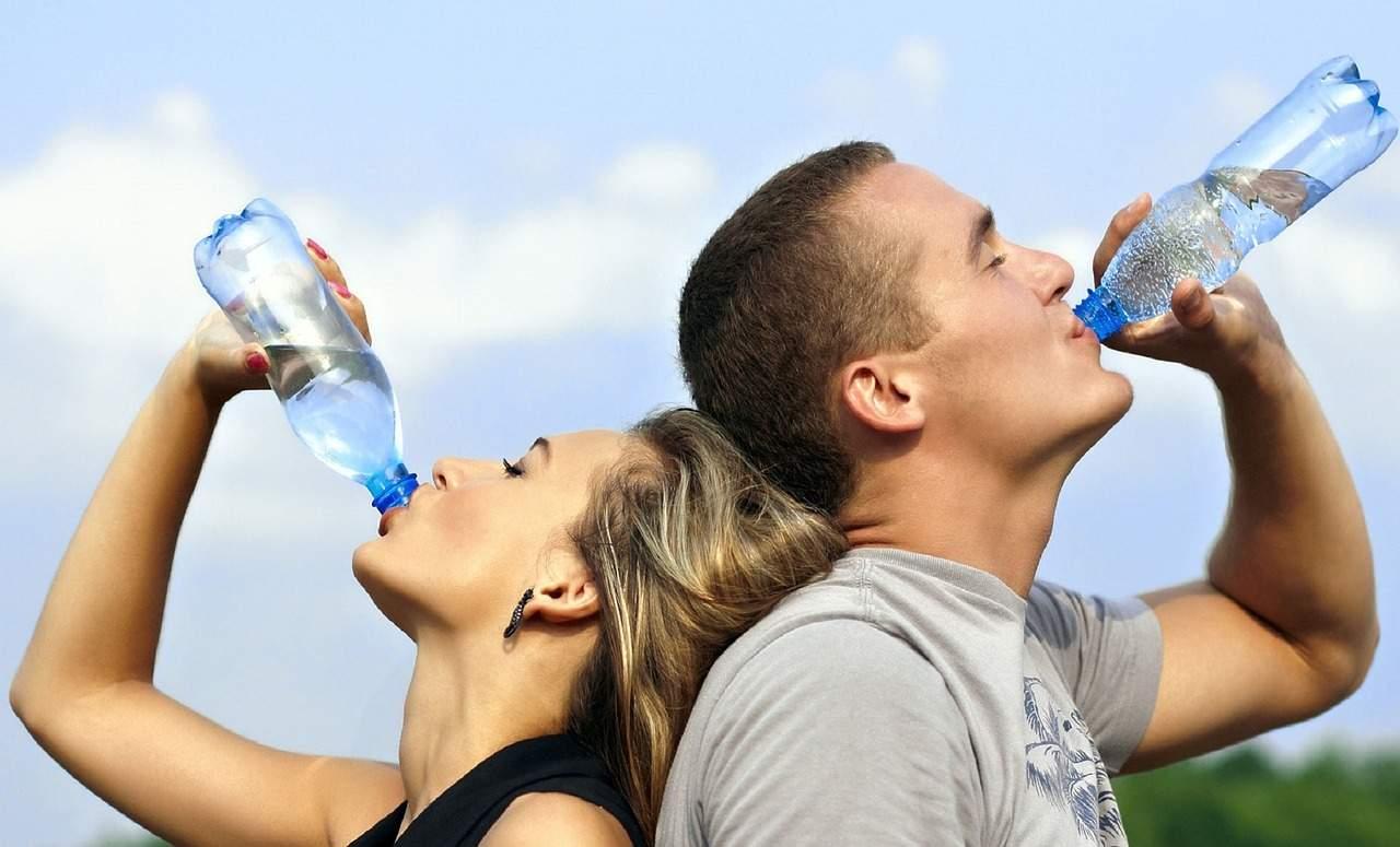 beber agua como terapia para la salud
