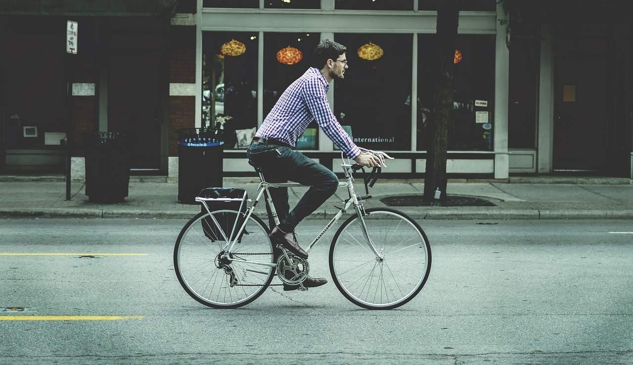 Ciclismo urbano  peligro callejero 74c797e093c