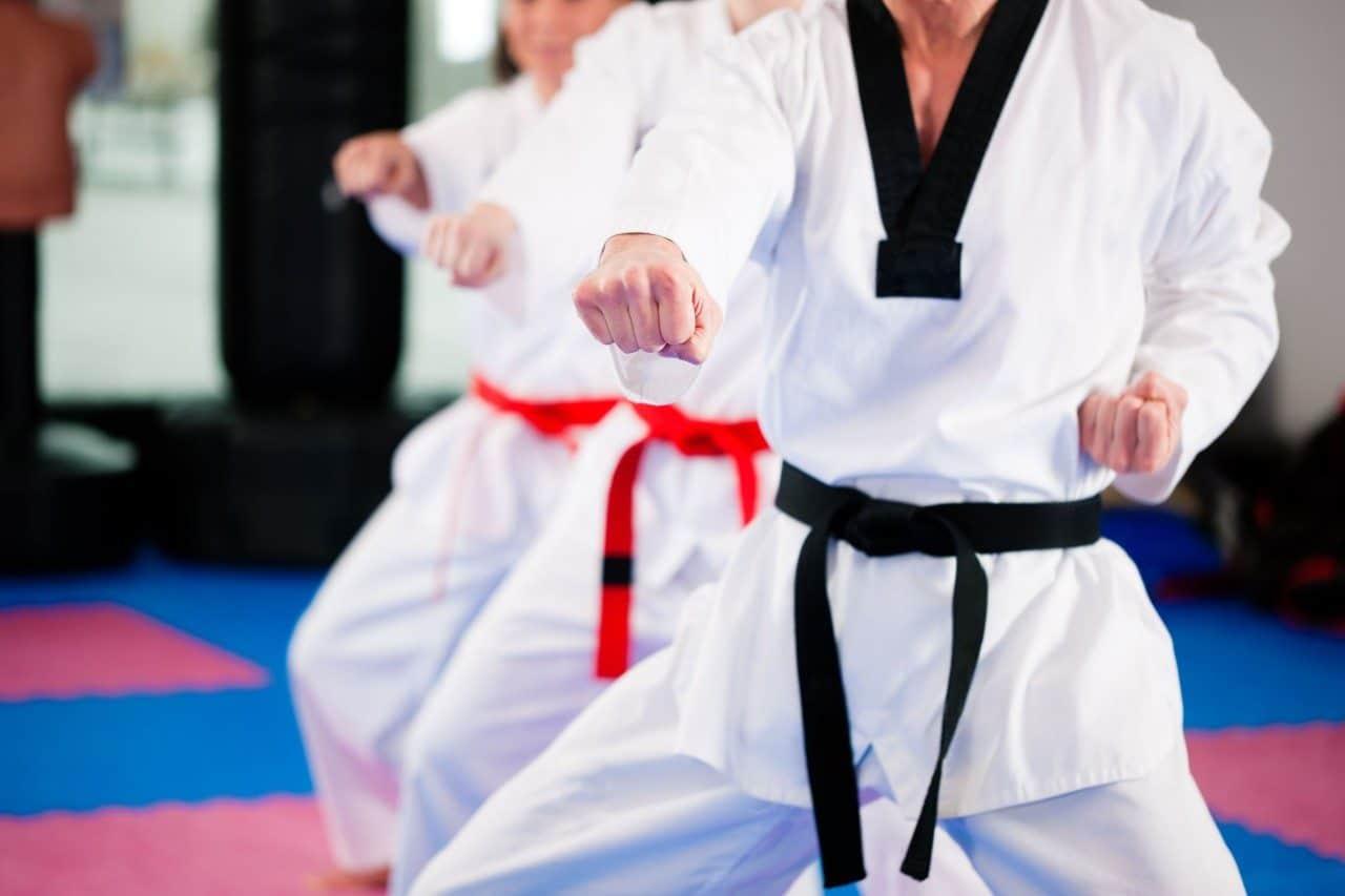 practicar artes marciales