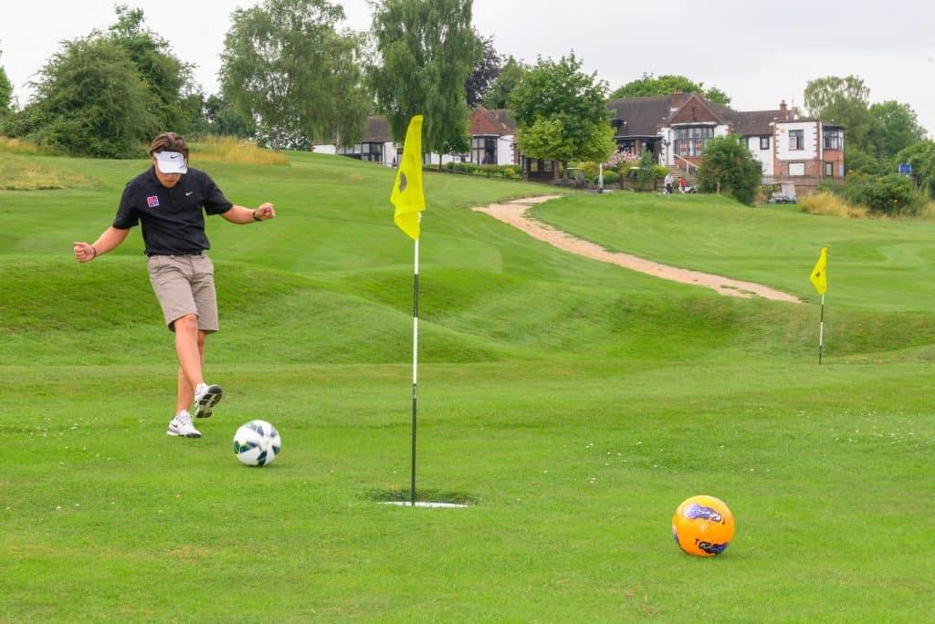 El nuevo deporte footgolf una mezcla entre futbol y golf