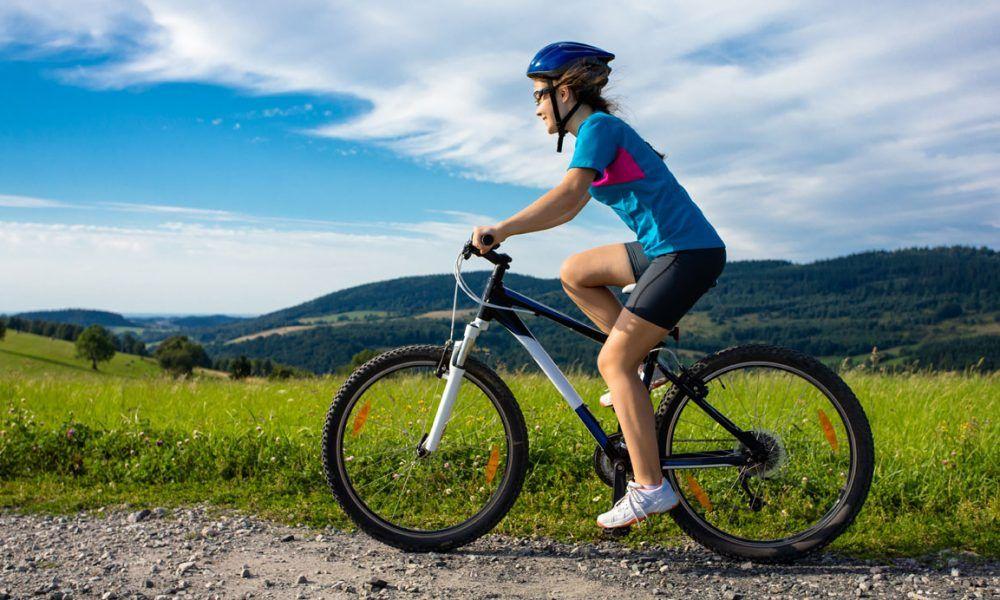 los beneficios de montar en bici