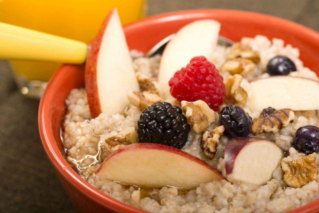 Frutas asadas con cereales y semillas