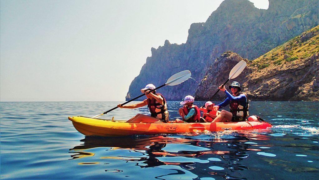 paseo en familia en kayak
