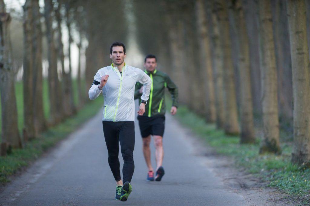 marcha deportiva para quemar calorías