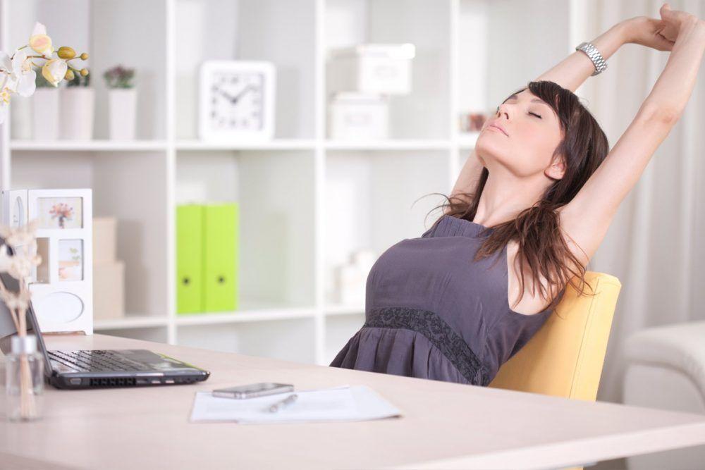 Ejercicios para hacer en una silla y estirar en el trabajo
