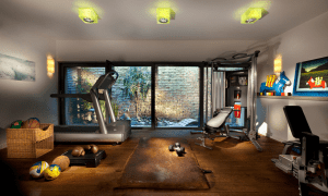 Diversas máquinas de gimnasio para tener en casa