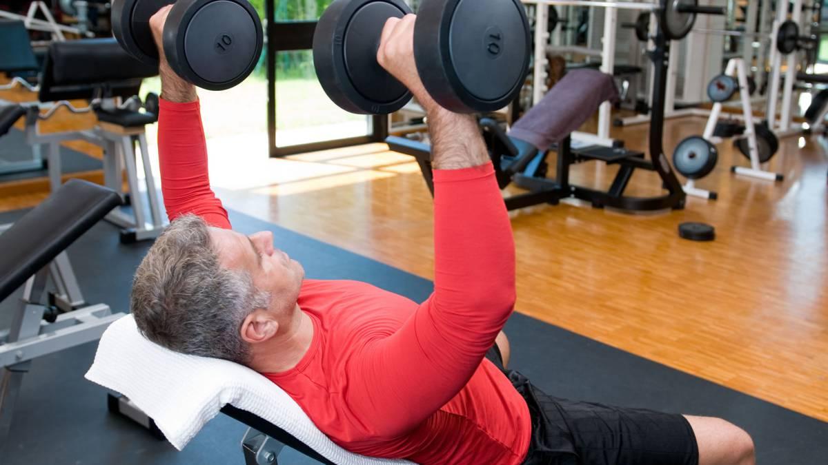 hacer pesas a los 60 años