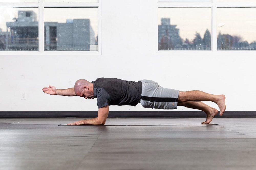 Plank con antebrazo con un brazo y una pierna