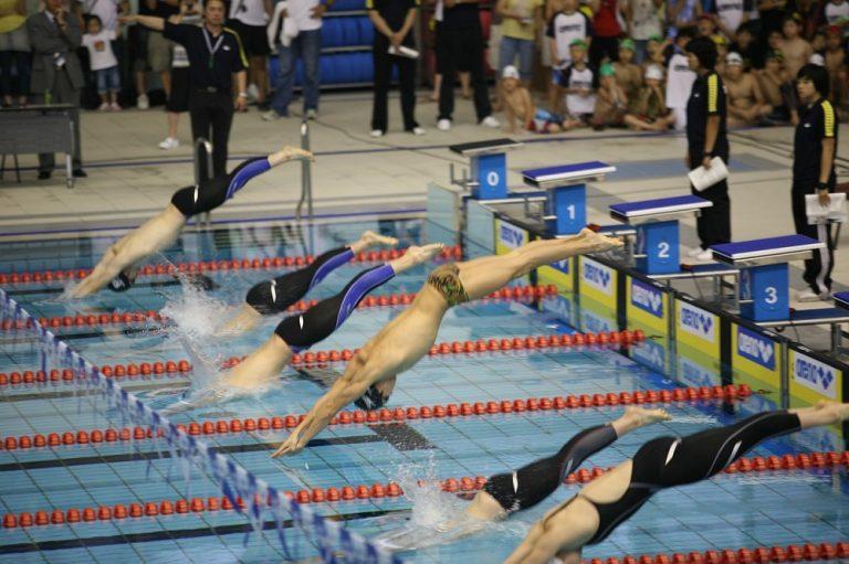 Mejorar la salida en una competición de natación