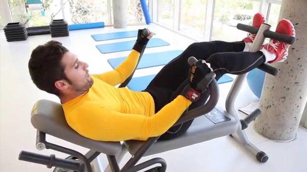 Máquina de gimnasio para abdominales