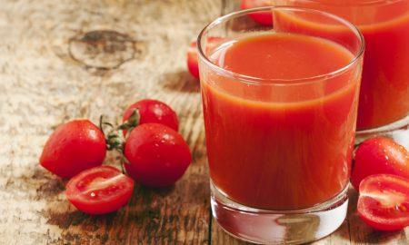 ¿Cuáles son los beneficios del zumo de tomate natural?