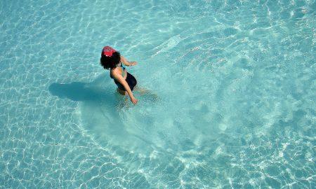 9 ejercicios para hacer en el agua y ponerte en forma disfrutando