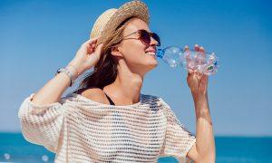 Consejos para mantenerse hidratado con calor extremo en verano