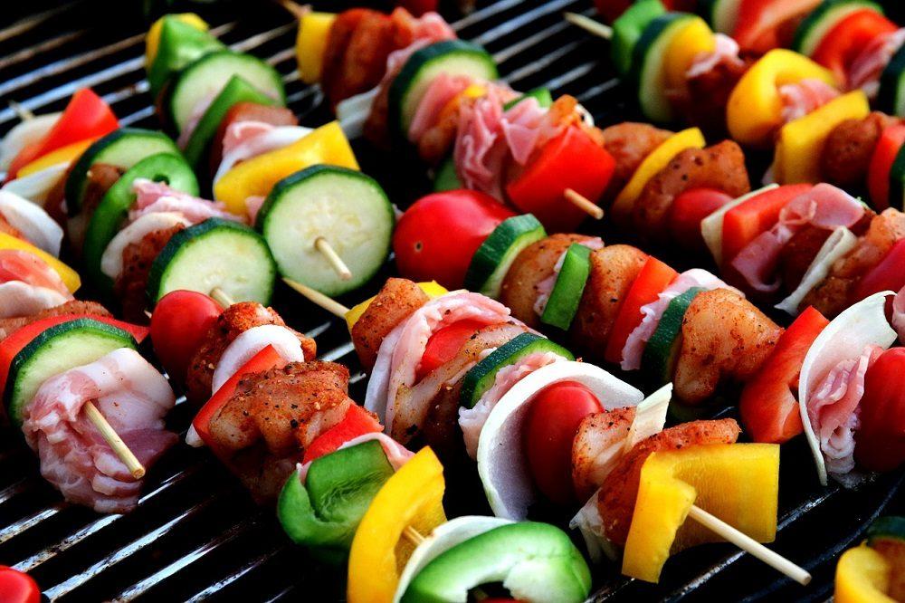 Verduras a la parrilla: comida saludable para cocinar en una barbacoa
