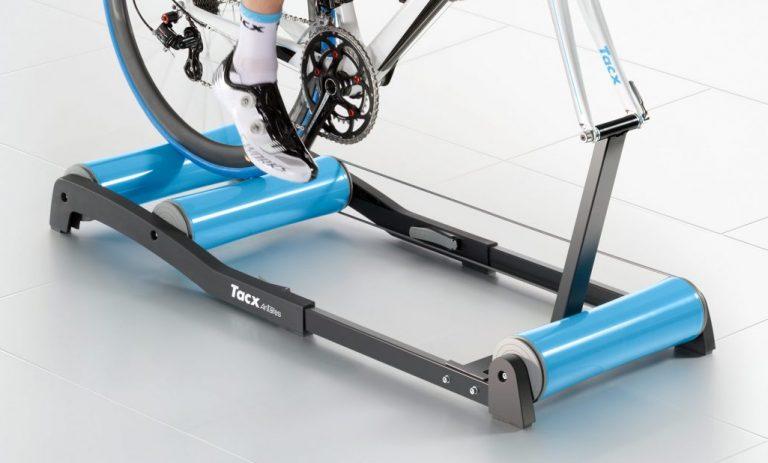 entrenar bicicleta o ciclismo con rodillo