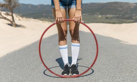 Tonifica abdomen y cintura bailando el hula hoop