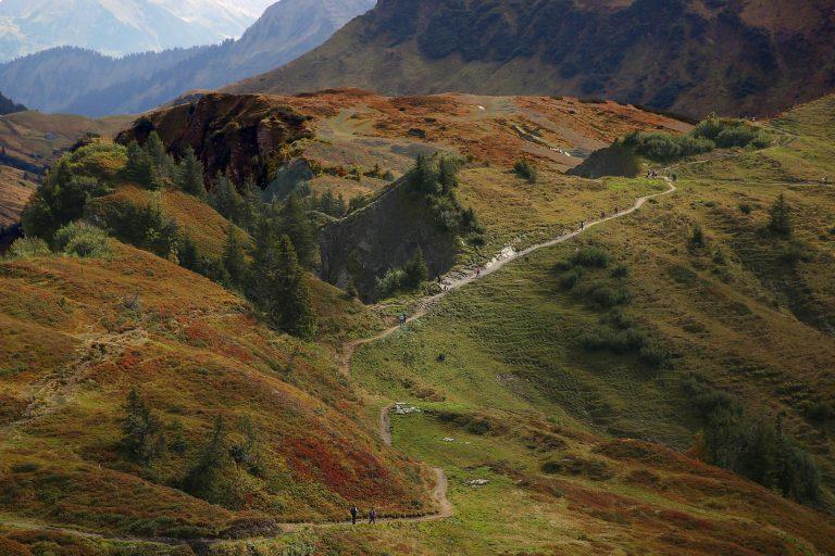 Consejos para hacer rutas de senderismo en otoño con seguridad