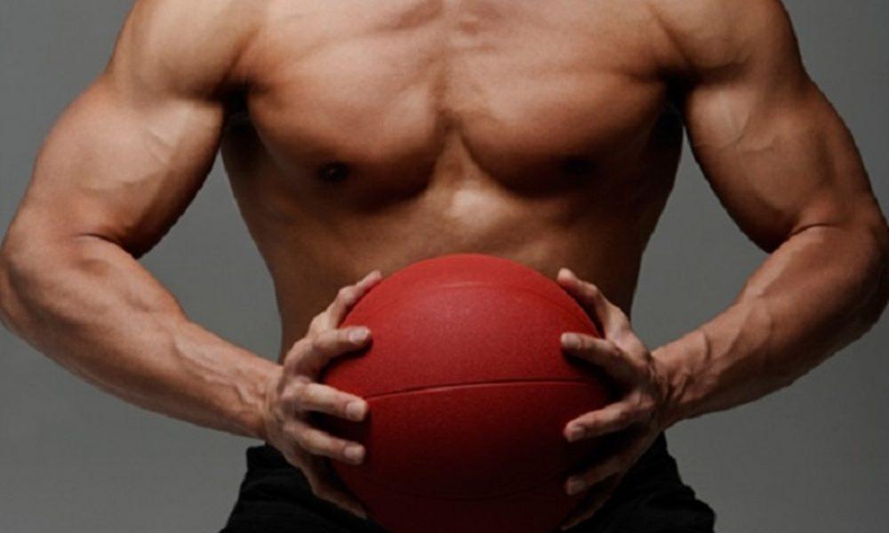 9 ejercicios con balón medicinal para tonificar todo el cuerpo