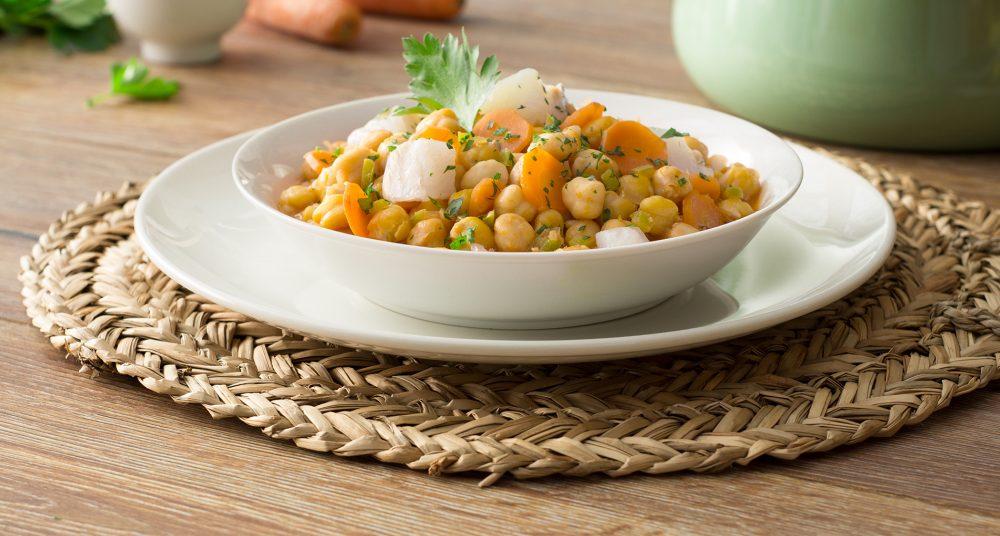 Recetas ensaladas con legumbres de garbanzo con bacalao