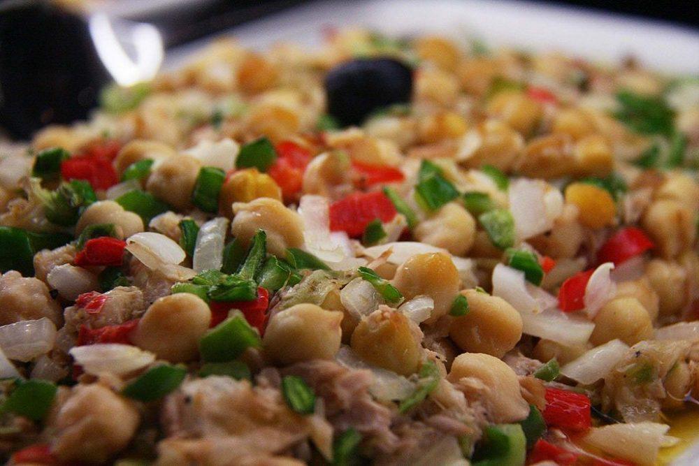 Receta de ensalada de legumbres con garbanzos