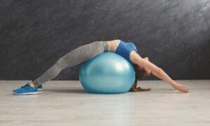13 ejercicios con fitball o pelota suiza para trabajar todo el cuerpo