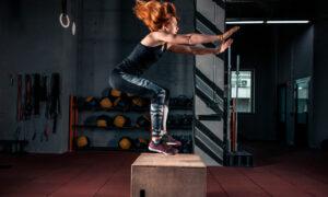 Salto al cajón o Jump box: beneficios y contraindicaciones de este ejercicio