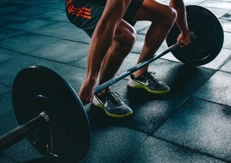 mejorar el entrenamiento de fuerza en el gimnasio